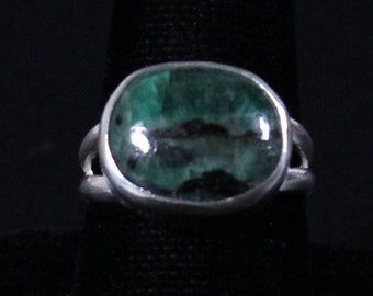 Sterling silver and Emerald gemstone ring