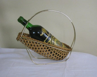Vintage wicker Wine Bottle Basket, Metal and Wicker Wine Carrier, Circular Single Bottle Caddy, Table Top Barware