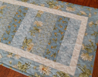 Quilted Table Runner with Daisies in Blue White and Yellow, Daisy Table Runner, Quilted Table Mat, Blue and Yellow Floral Table Runner