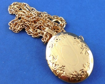 Vintage Engine Turned Oval Locket Rope Chain