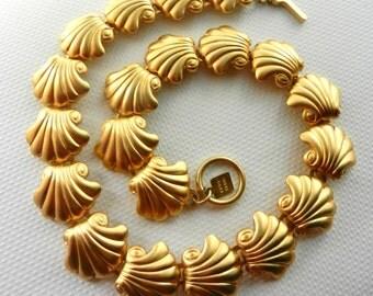Vintage rare ANNE KLEIN Matte Finish Goldtone Chunky Linked Shells Neklace Lion Logo - wearable art necklace - Art.629/2-