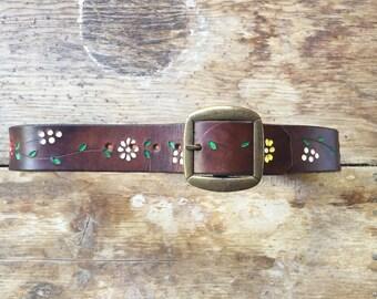 Size 32 vintage hand painted flowers leather belt, 60s stamped leather hippie belt, 1970s leather belt brass buckle, bohemian hippie belt