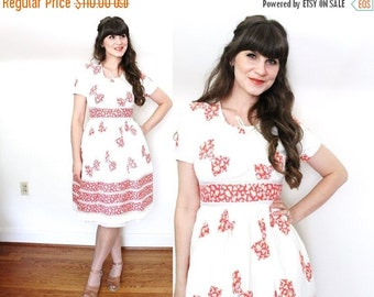 ON SALE 1940s Dress / 40s dress / 1940s Bow Novelty Print Day Dress