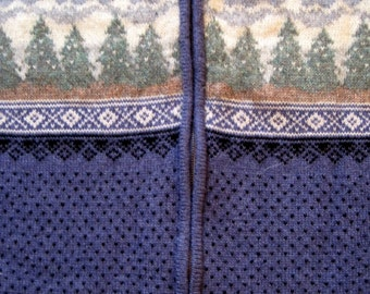 ICELANDIC design Vintage Sweater blue green and black snowflakes  and trees Size Large