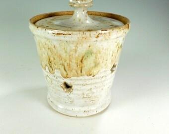 Ceramic garlic keeper, pottery garlic jar, garlic canister with lid, garlic storage jar, pottery garlic keeper,white glaze with stars