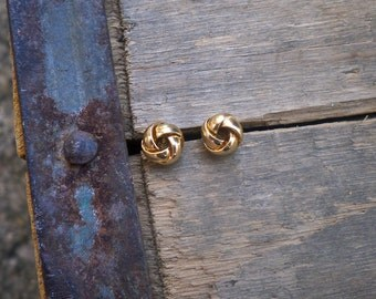 knot posts / knot studs / vintage earrings / TINY GOLD KNOTS