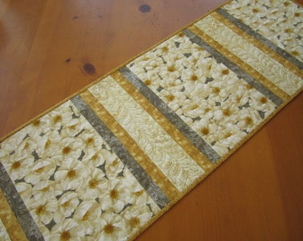 Table Runner, Floral Table Runner, Handmade Tablerunner, Quilted Table Runner, Poppy Flowers, Table Linen, Home Decor,