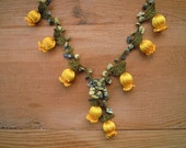 crochet tulip necklace, yellow green