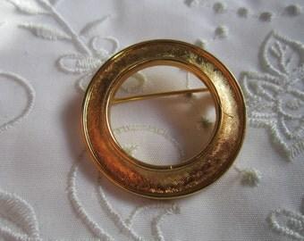 Vintage Gold Tone Trifari Circle Brooch