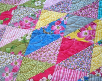 Dogwood Table Runner Quilted Triangles Quiltsy Handmade FREE U.S. Shipping