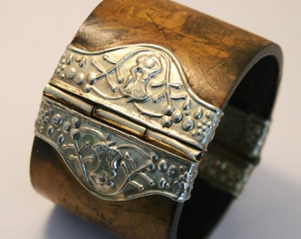 Vintage wooden bangle. Wooden cuff