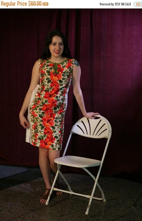 SALE Vintage 60s Hawaiian Shift Dress in Polished Cotton, S