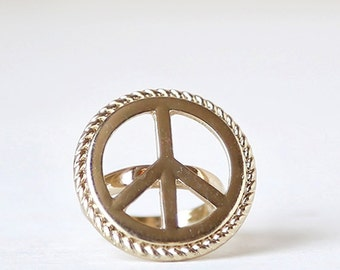 Large Gold Vintage Peace Sign Ring // size 6.5  // everyday gold jewelry