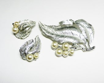 Sarah Coventry Leaves Brooch Earring Set - Silver Leaf & Faux Pearls - Pearlescent White - Vintage 1960's Jewelry
