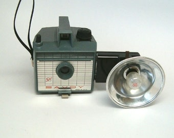 VINTAGE CAMERA, GREY Imperial Savoy with Flash
