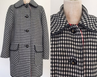 1970's Black + White Houndstooth Wool Pea Cost Size Large by Maeberry Vintage