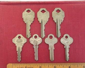 7 Vintage Keys - Olympic VIM Car Sales & Independent - Supplies, Findings