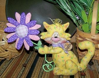 Primitive Kitty with Flower Shelf Sitter Ornie