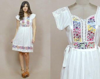 Embroidered Mexican Dress White Crochet 70s Tunic Floral Lace Up Ethnic 1970s Hippie Boho Fitted Midi Sundress Pinafore / Size S Small