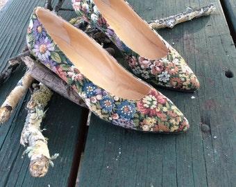 Tapestry Italian flower kitten heels 80's 9