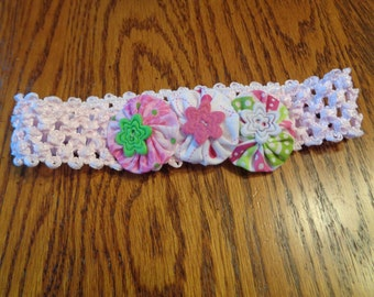 Infant pink headband with pink,green, and white felt and yo-yo flowers