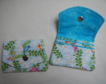 Wallet with three pockets for credit cards in birds and cotton pattern