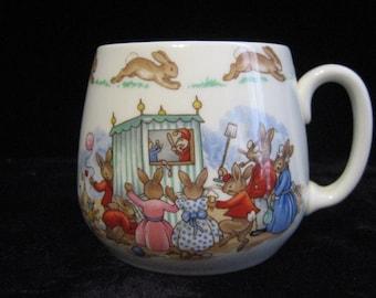 Vintage Bunnykins Punch and Judy Show one handle don mug ( HW136 )  (HW136R)