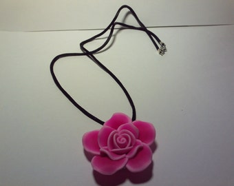 Pinker rose on cord