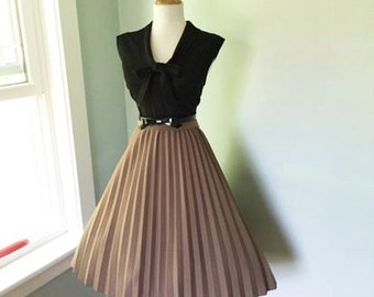 VINTAGE 1950s 1960s Taupe Light Latte Brown Accordion Style Pleated Full Skirt