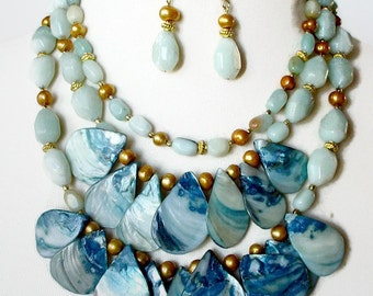 Big Statement Necklace, Big Bold Chunky Necklace, Amazonite Necklace, Gemstone Bib Necklace, Big Layered Necklace, Mother Of Pearl Necklace