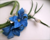 Handmade  blue flowers necklace - felt necklace- floral accessories - handmade- wool necklace