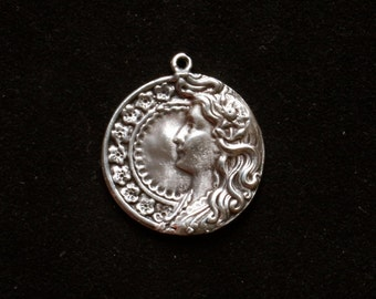 Sterling silver cameo pendant bracelet charm medieval theme vintage