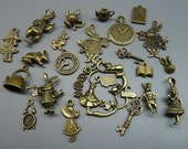 20pcs Mixed Antique Bronze Alice in Wonderland Wreath Charm Pendant