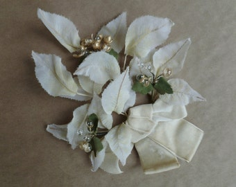 Millinery Flowers Leaves & Hair Comb. Fascinator Headpiece Hat. Vintage 1940s. Cream Velvet Bow. Glass Beads. Wedding Cottage Decor.