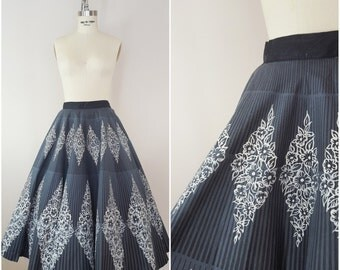 Vintage 1950s Circle Skirt / Diamond Border Print / Novelty Print Skirt / Cotton Skirt / XS