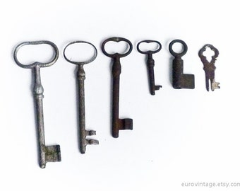 Vintage Antique Skeleton Keys / Set of 6 (six) / 5 inches