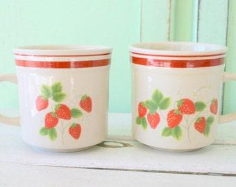 Vintage Wild STRAWBERRY Mug Set of 2....retro housewares. strawberry. daisy. drink. serve. kitsch. coffee mug. tea. set of mugs. gift. berry