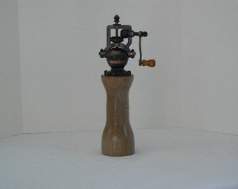 Mechanical pepper mill - pepper grinder – Housewarming - Kitchen - Wedding - Foodie -  Chef – Fathers Day - PG409