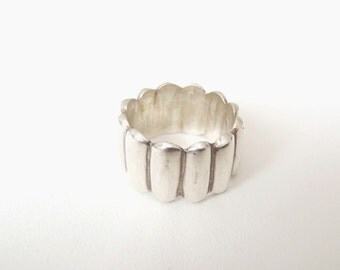 Vintage Band Ring .925 size 7-3/4 handmade cast Sterling silver ring modernist heavy grooved band
