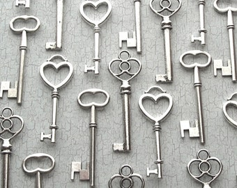 Skeleton Keys - 30pcs - The Sabine  Collection - Key Assortment in Silver - Wedding Favors - Set of 30 Keys - Three Styles
