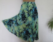 Pleated Skirt / Skirt Vintage / Size EUR42 / 44 / UK14 / 16 / Lining / Elastic Waist / Green / Navy / Blue / Floral