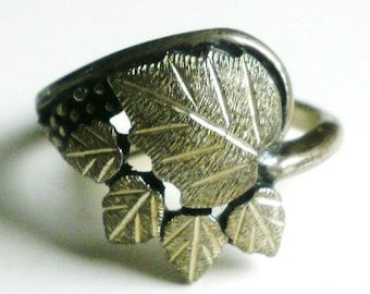 Sterling Silver Ring With Lovely Leaf Design-Size 6 1/2
