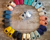 WHOLESALE LOT of 15 pairs 100% genuine leather baby moccasins Mocs moccs tassel