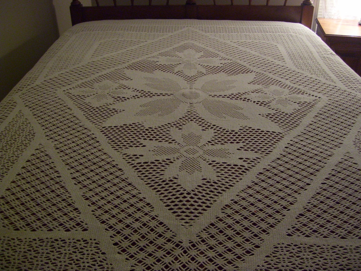 crocheted bedspread coverlet full size 86x99 inches. Black Bedroom Furniture Sets. Home Design Ideas