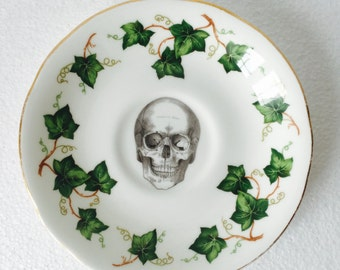 Skull Cake Saucer Green Ivy White Gold Border White Vintage Bone China Made in England Tea Party Wedding Ring Dish Anniversary Jewelry Gift