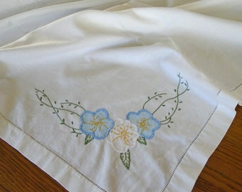Vintage Flower Applique Tablecloth / Hand Embroidered Tablecloth / White Cotton Tablecloth / Vintage Cotton / Blue Flowers / White Flowers