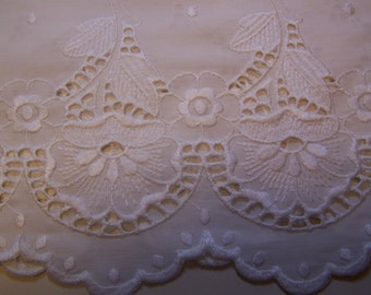"""Pretty Vintage 77"""" Wide x 11"""" Long Off-White Eyelet Embroidered Valance"""