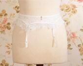 "Vintage 1970s White Lace Garter Belt, Suspender Belt. Waist Circumference: 29.5 - 31"""