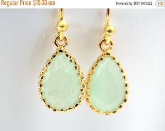 SALE Glass Earrings, MInt Green Earrings, Dangle, Drop, Gold Green Earrings, Light Green, Bridesmaid Earrings, Bridal Jewelry, Bridesmaid Gi