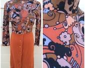 SALE - Vintage high neck orange paisley retro print 2 tone 1960s wiggle dress - size medium